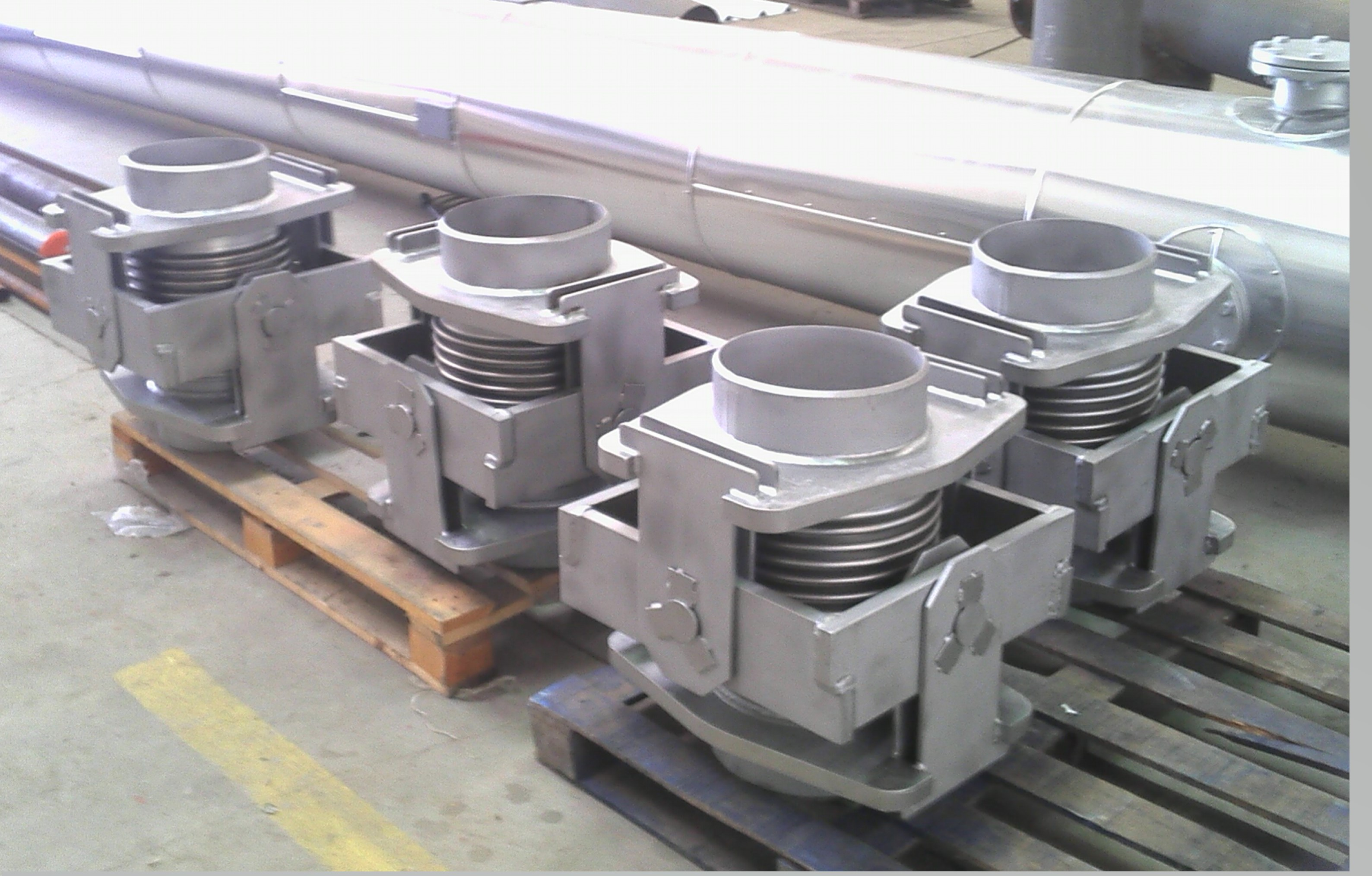 Gimbal expansion joints DN 250 for 14 bar and 400 ºC; at site to be installed
